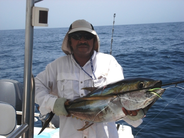 Kamal & 13kg Yellowfin on fly (2)_16.08.07
