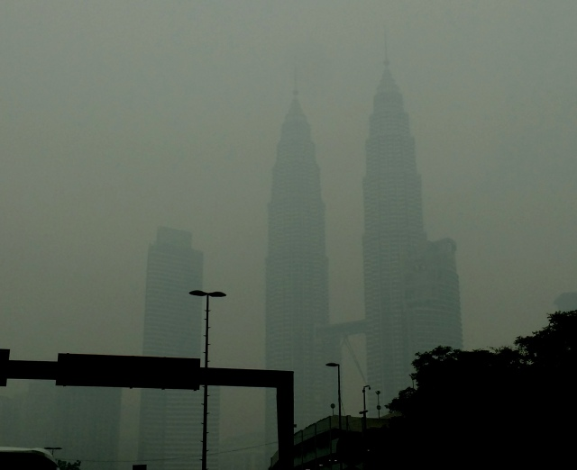 Petronas Twin Towers in the Haze [ced]